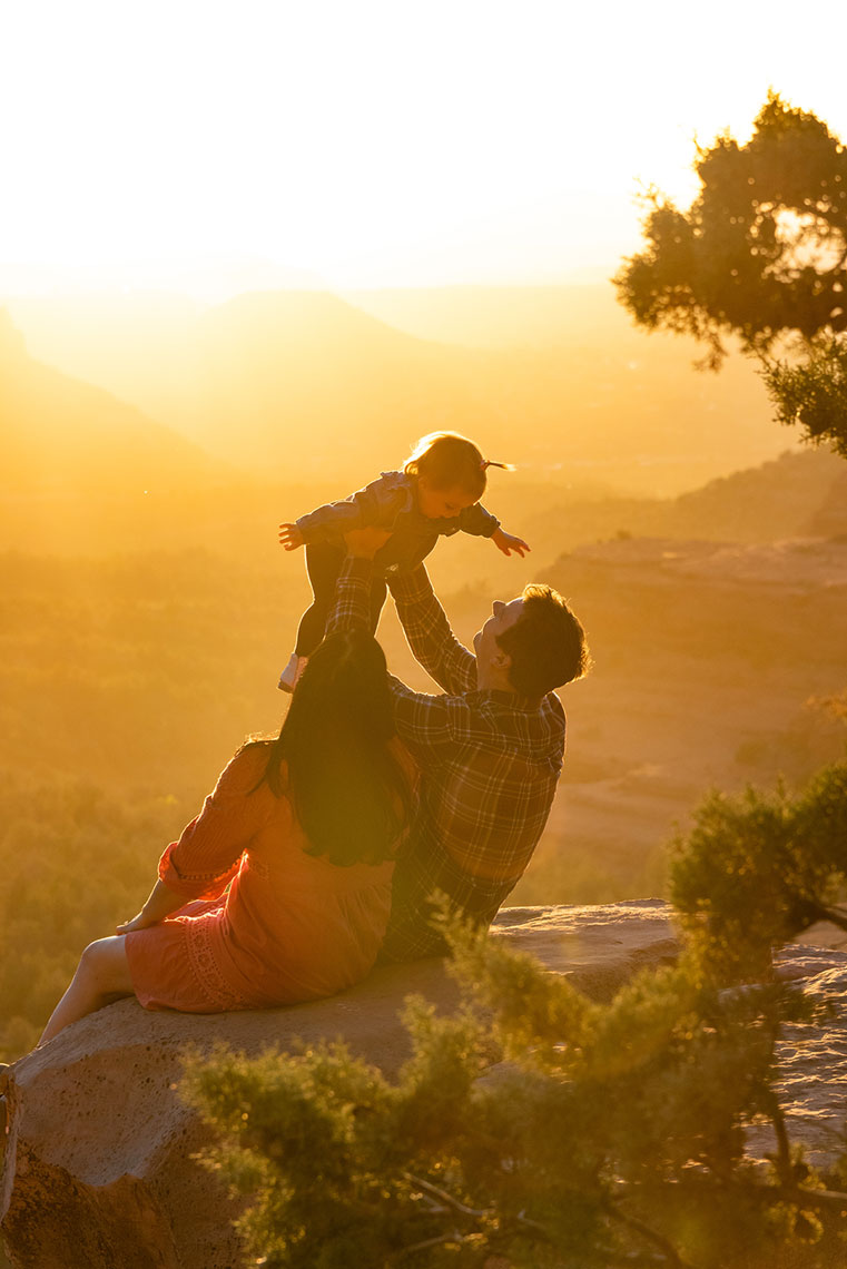 Family Photoshoot, Sedona, AZ sunset. Lifestyle photographer Daniel Britton